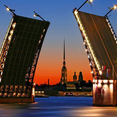 Дворцовый мост и Петропавловская крепость
