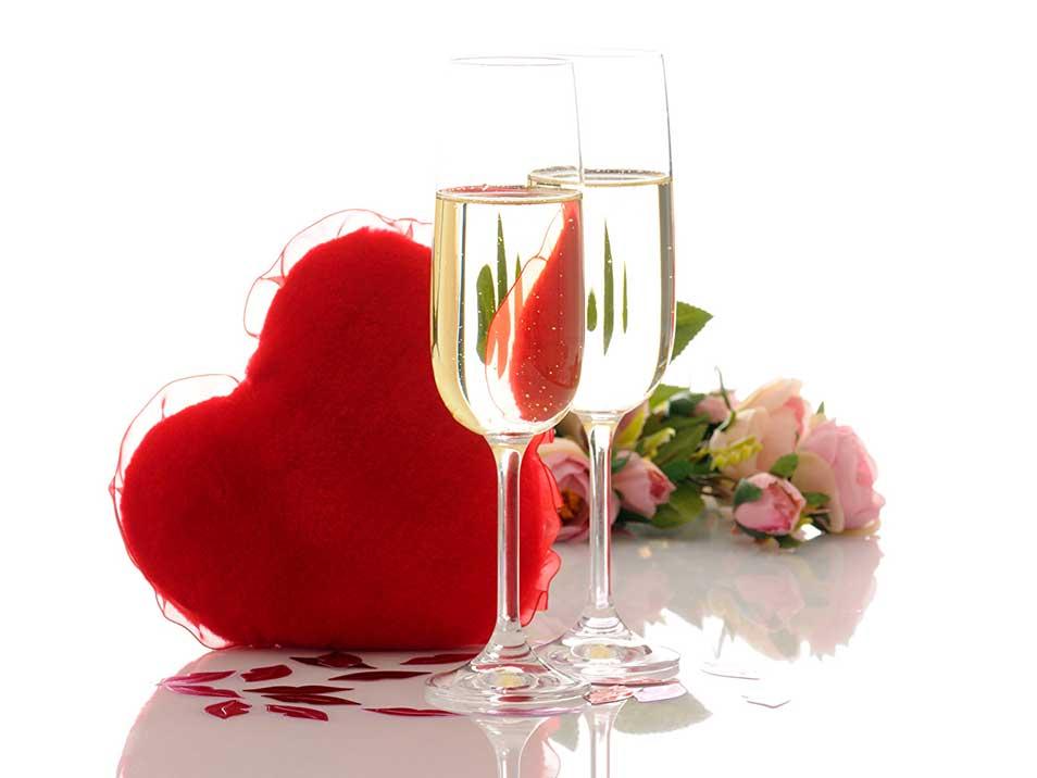 Эту дату ждут все влюбленные пары каждый год! Именно в этот день можно кричать о своей Любви на каждом углу, и никто не сочтет тебя сумасшедшим!